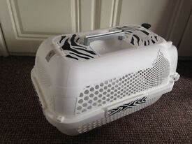 Cat stuff (bed-carrier-litter tray) £25