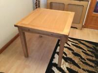 Extending oak table