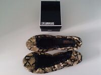 'Flatmates' folding shoes