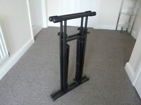 Metal Expanding Keyboard Stand. Very good condition. (only used a few times)