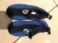 Beach shoes - boys - size 8