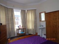LARGE DOUBLE BED ROOM IN WESTBOURNE, Free Wi-fi & free washing machine.