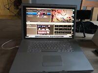 Apple MacBook Pro 17 inch screen