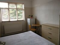 Large Bedroom available for single Muslim - £120 per week - Bills included