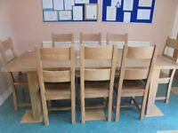 OAK WOOD EXTENDING DINING TABLE AND 8 CHAIRS