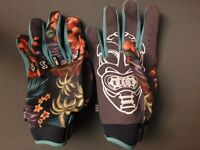 Premium quality MX/BMX/MTB fitted gloves - Fist Handwear Hula pattern (size Large)
