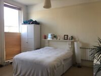 Gorgeous Large Room with King Sized Bed - PERFECT FOR COUPLES (£925)