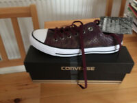 LADIES CONVERSE SIZE 6, BRAND NEW !!!