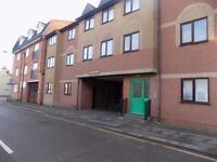 Lovely Refurbished Studio Flat close to Town Centre, Train Station, Motorway, No DSS