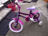 GIRLS BIKE WITH STABLEIZERS(cud deliver)