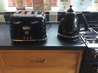 Delonghi Kettle & Toaster 'Brillante' range