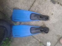 Vintage Typhoon flippers. Size 45-47 / 11-13 - free to collector