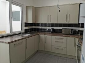 *Additional HMO* Flat-Share En-Suite Double Rooms in 3 Bed Ground Floor Flat in Roman Rd E3
