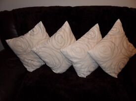 CUSHIONS IN CREAM AND LIGHT SWIRL PATTERN IN SOFT FEEL MATERIAL. APPROX 45X45CM.