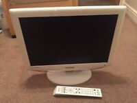 SAMSUNG 19 INCH DTV AND REMOTE