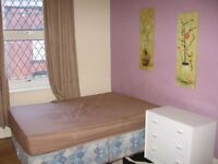 Large Master double room In houseshare in Armley, close to Leeds Centre and Bradford. NO deposit.