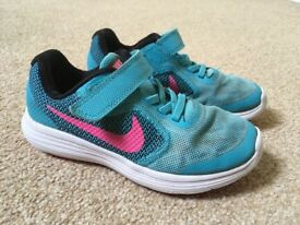 Girls Nike Trainers. Size 11 Eur 28.5