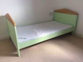 Cot bed (Mamas & Papas - Savannah) in pale green + instructions. Mattress & protector + bedding