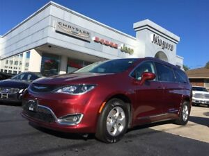 2017 Chrysler Pacifica TOURING L,LEATHER,HEATED SEATS,NAV,BLUETO