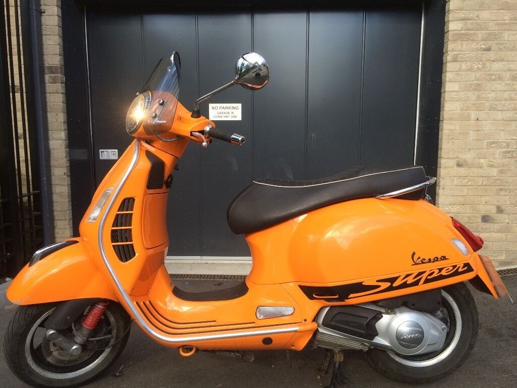 piaggio vespa gts 125cc super sport orange 2013 excellent condition fsh in islington london. Black Bedroom Furniture Sets. Home Design Ideas