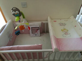 Cot Bed with mattress and accesories!!!