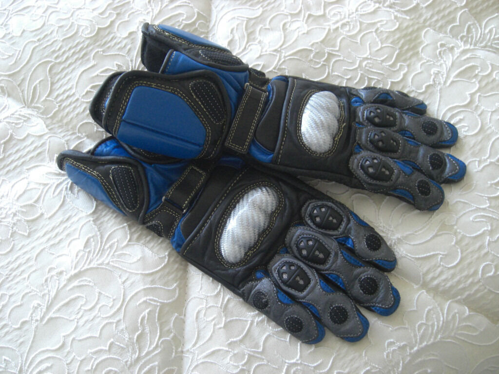 Armoured leather motorbike gloves.