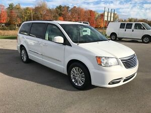 2015 Chrysler Town & Country Touring - MUST SEE VERY CLEAN Belleville Belleville Area image 6