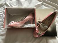 Women's size 7 high heel shoe.
