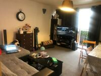 2 BEDROOMS FIRST FLOOR FLAT TO LET IN ROMFORD TOWN CENTRE RM1 1AR