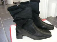 Black Short Leather & Suede Fur Lined Boots. Size 37 I think Is A UK 4 (Only Worn Once)