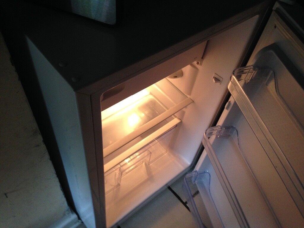 Fridge with small freezer LEC £25