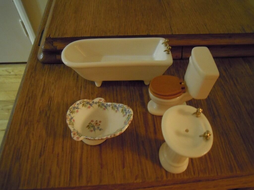 Dolls house bathroom suite
