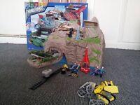Thunderbirds Island, Vehicles and Figures