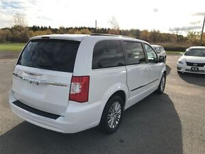 2015 Chrysler Town & Country Touring - MUST SEE VERY CLEAN Belleville Belleville Area image 4