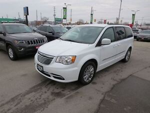 2016 Chrysler Town & Country Touring - Pwr doors  bluetooth  bac
