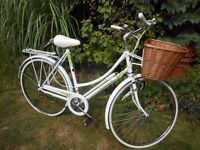 STUNNING RALEIGH CAPRICE LADIES BIKE LIZ PEPPERILL EDITION WITH NEW BASKET SERVICED