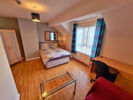 ••• BRIGHT MODERN ROOMS TO LET ON GREAT NORTHERN ST - LISBURN RD •••