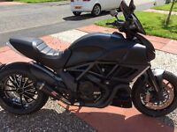 STUNNING DUCATI DIAVEL 1200 DARK, FSH, EXCELLENT CONDITION CARBON HUGGER AND FRONT MUD GUARD.
