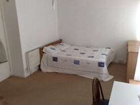 very good size double room,in elephant & castle se17,2 frineds,or couple all in
