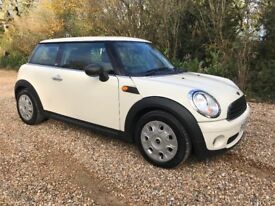 2009 59 MINI FIRST IN WHITE 3 DOOR HATCHBACK 1.4 PETROL NEW SHAPE. ONE OWNER!!