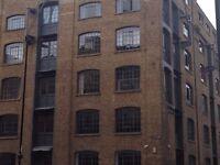 Three Bedroom Flat In Aldgate East - One En-suite Two Double Bedroom LARGE LIVING ROOM