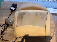 Back and shoulder massage machine
