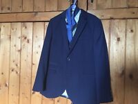 Stunning boys navy 5 piece suit only worn once age 8-9 years