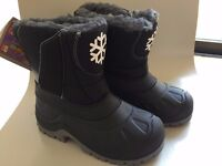 Kids Black Snowflake Thermal Snow Boots (Size 29/30, by Muddy Puddles) - never worn