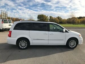 2015 Chrysler Town & Country Touring - MUST SEE VERY CLEAN Belleville Belleville Area image 5