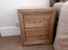 QUALITY OAK 2 DRAWER BEDSIDE CABINETS