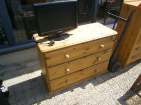 PINE CHEST OF DRAWERS IN YEOVIL SOLID PINE 3 DRAWER CREAMERY STYLE CHEST OF DRAWERS IN YEOVIL