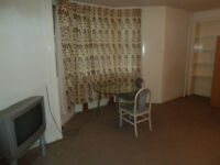 Bedsit for rent-Kelvinbridge-own seperate kitchen-shared showeroom £400pcm