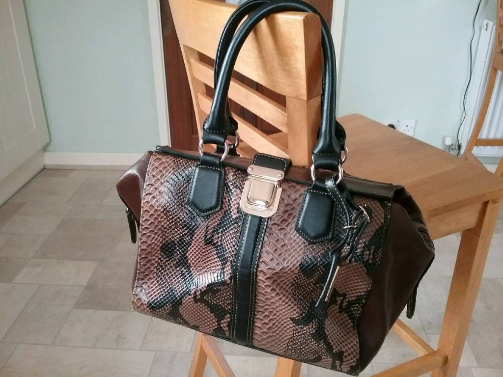 5b9b1437d8b Ladies Handbag