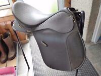"""Wintec VSD horse saddle with cair 17 1/2 """" wide"""